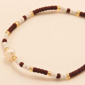 Bracelet en perles bordeaux, blanches et nacrées
