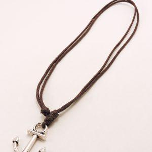 Collier en cordon et pendentif ancre